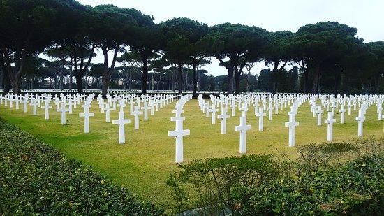 Sicily Rome American Cemetery and Memorial: Cimitero americano di Nettuno