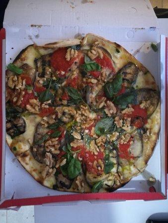 ottima pizza ricca di condimento.