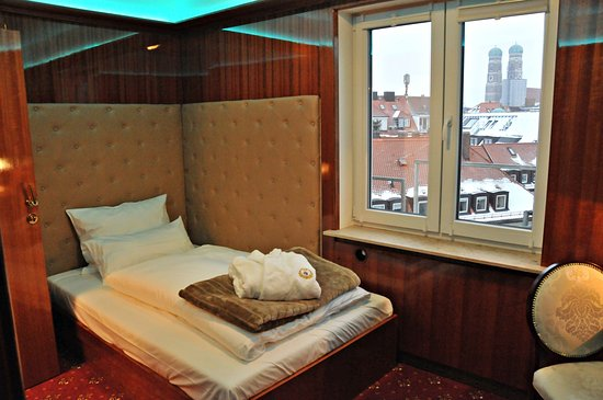 hotel du train munich allemagne voir les tarifs 5 avis et 106 photos. Black Bedroom Furniture Sets. Home Design Ideas