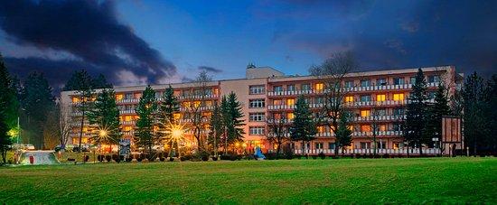 Polanczyk, Polen: Budynek główny