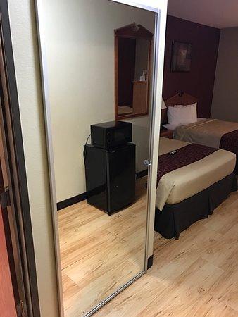 Red Roof Inn & Suites Lake Charles: photo8.jpg