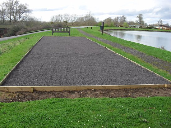 Pershore, UK: Petanque court (French Boules)