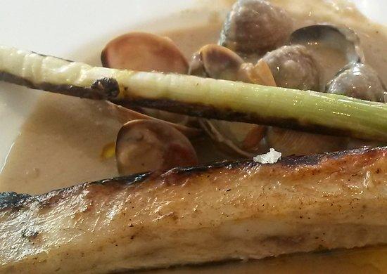 Restaurante Rincon de Pepe: Rodaballo con salsa de boletus, almejas y calçot