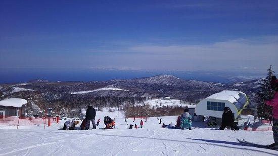 今年は少し暖かかったので既に春スキーのようでした