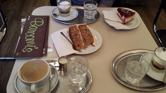 Barcomi's coffeeroastery: tartas riquisimas