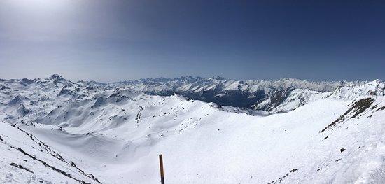 Savoie, Francia: Ski slope and landscape