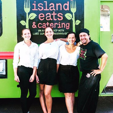 La Pointe, WI: Island Eats Food Truck staff next to the big green truck!