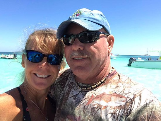 Tavernier, FL: Captain Scott and Keri at the sandbar