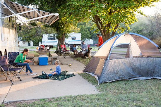 โอคลาโฮมา: Spring camping in Boiling Springs State Park in Woodward. Photo by Lori Duckworth.