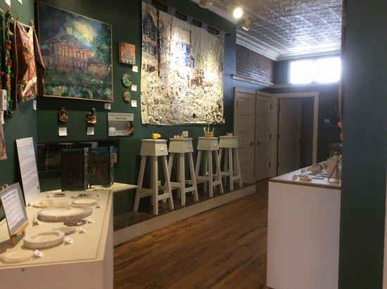 Canton, Νέα Υόρκη: Local ceramics and art