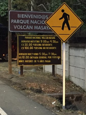 Masaya, Nicaragua: Entrance sign with helpful information