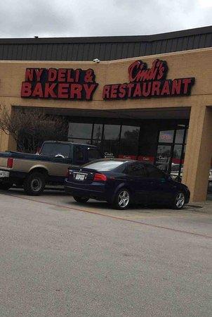 Cindi's NY Deli & Restaurant: Entrance
