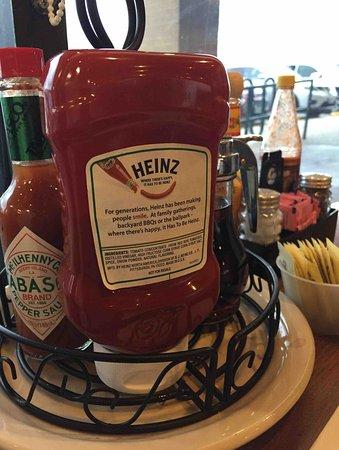 Cindi's NY Deli & Restaurant: Condiments