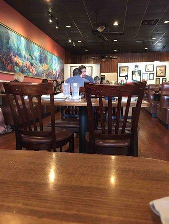Cindi's NY Deli & Restaurant: Seating Area