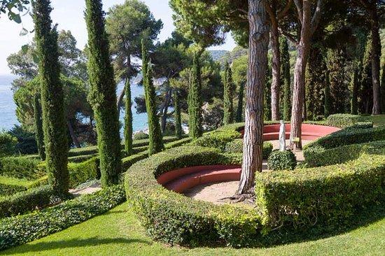 En los jardines predominan las especies de clima for Jardines de santa clotilde