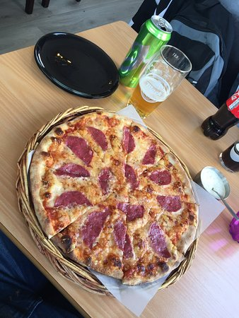 Siciliana Pizzarestaurant : After our Hurtigruten cruise we stayed a night in Kirkenes and found this place to get lunch - T
