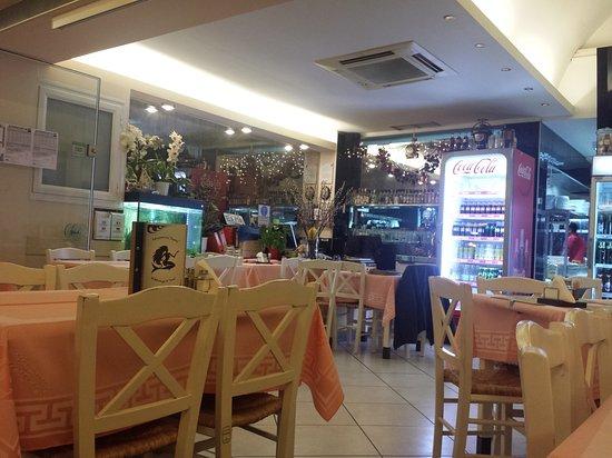 Rafina, Grécia: TA_IMG_20170320_191800_large.jpg