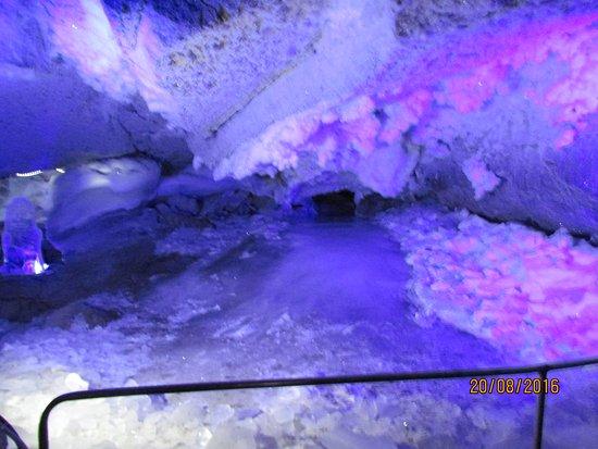 Kungur, Rusia: Один из первых гротов, тут температура до - 5 градусов
