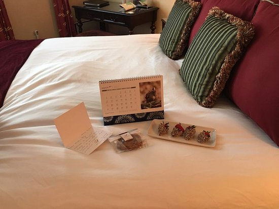 Abigail's Hotel: Welcome gifts, including a personalized note.