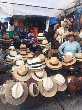 b8a0aec02db5e Quirutoa Transfers   Tourism  Mercado Indigena Otavalo