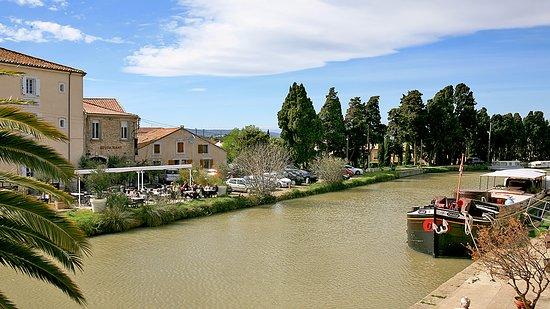 L'Ô à la Bouche: Restaurant avec sa terrasse longeant le canal...quel bonheur !