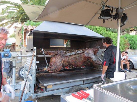 Serra-di-Ferro, Francja: serata tipica corsa con vitellino al girarrosto