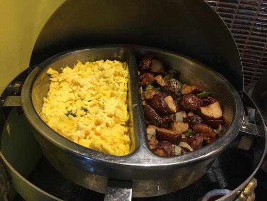 Beltsville, MD: club lounge breakfast