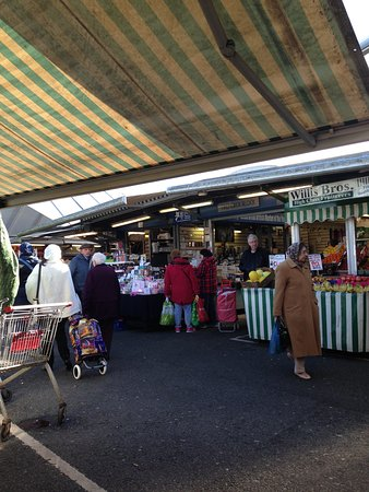 Bury, UK: Lots of indoor and traditional outdoor market stalls selling a variety of food and other goods.