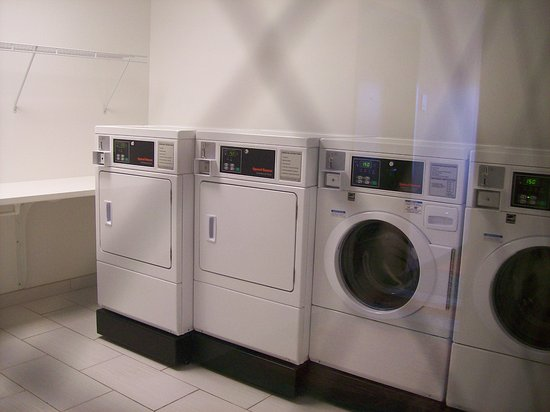 Uniontown, PA: Guest Coin Operated Laundry Room.