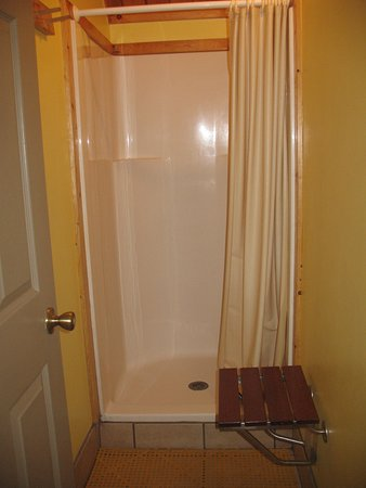 Doniphan, NE: private shower/dressing room