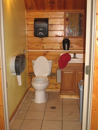 Doniphan, NE: restroom w/sink vanity private room