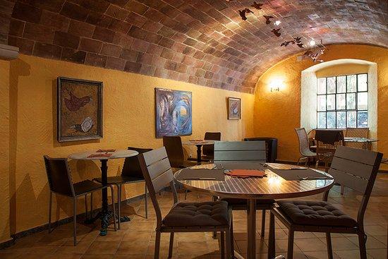 Corca, Spain: Interior del Restaurant Rakú