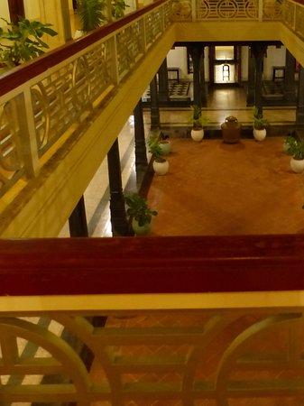 Kanadukathan, Índia: The central lobby, reminiscent of a Roman villa