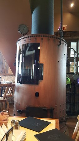 Dwight, Canadá: Cool boiler with fire place.
