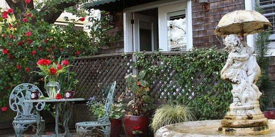 Beazley House: Private Garden for the Garden Room