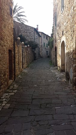 Suvereto, Włochy: vicolo