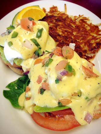 Burien, WA: Vegetarian - California Benedict - Spinach, Tomatoes, Hollandaise topped with Pico De Gallo