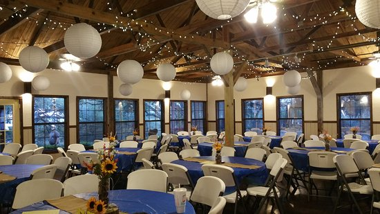 Canyon Lake Cabins & Cottages: The event Hall ready for a quinceanera.
