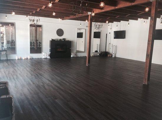 Pineapple yoga studio sarasota alles wat u moet weten for A nu u salon sarasota