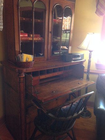Stockton, NJ: Desk with CD's and games