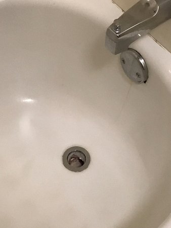 Red Roof Inn Greenville: The Drain Without A Cover   Just A Hole. No