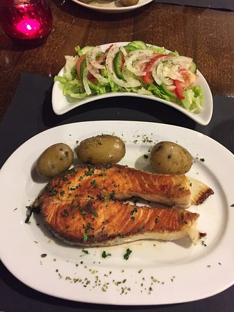 Praia Grande Restaurante & Bar: Salmon with potatos and salad- it was very good