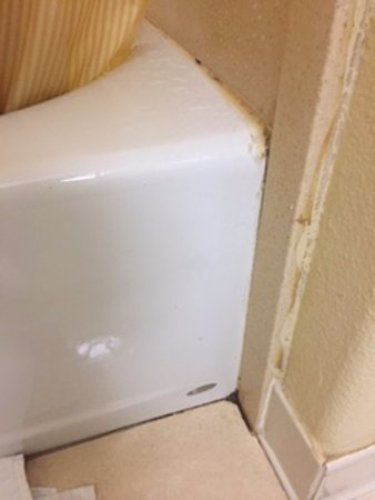 LaPlace, LA: substandard trimwork throughout the room, this is in the bathroom.