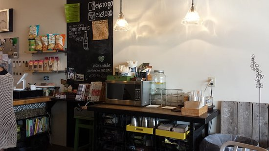 Boardman, Οχάιο: Cozy corner with everything you need to eat in house - including a microwave