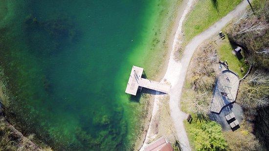 Eichenau b Muenchen, Allemagne : Steg nahe des Wasserwachthauses und Spielplatz (Nordostufer)