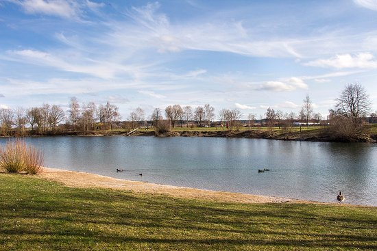 Eichenau b Muenchen, Alemanha: Blick Richtung Südosten über den See
