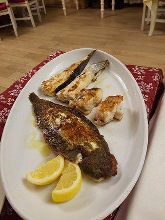 Piatto Di Pesce Misto Sogliola Rombo Coda Di Rospo Picture Of