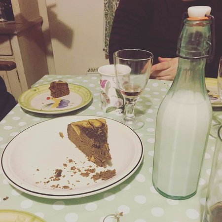Chalford, UK: Welcome Milk and Cake!