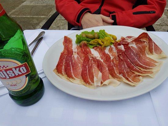Groznjan, Kroatien: prosciutto dalmata