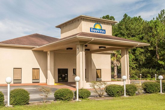 Lake City, FL: The front face to the beautiful, quiet property